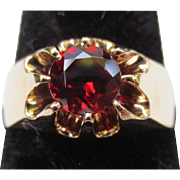 Striking 10k Gold Garnet Claw Set Vintage Ring