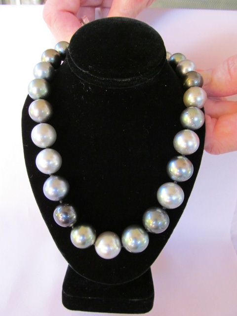 Tahitian Pearl Necklace with 14 Karat White Gold Clasp