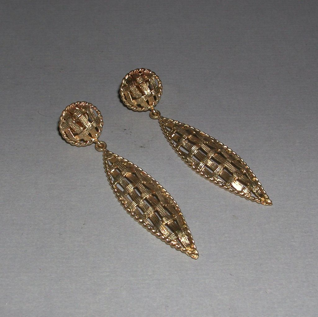 Yellow Gold Dangle Pierced Earrings Mesh Design marked 14k c.1970s