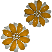 Vintage White Yellow Enamel Daisy Flower Clip On Earrings Trifari marked c. 1970s