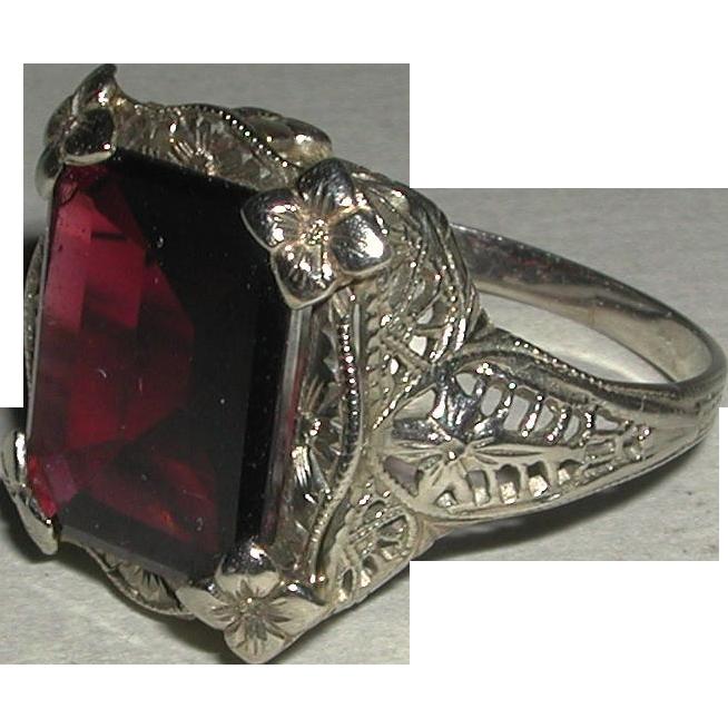 Art Deco 14 Karat White Gold Filigree Faceted Deep Red Garnet Ring Early 1900s