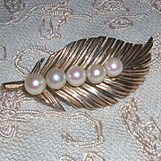 14 Karat Gold Leaf Pin Brooch Cultured Pearls marked