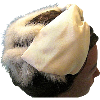 Classic 1950s Cocktail Hat with Ivory Satin Bow White Fur