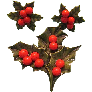 Vintage Ivy & Berry Pin/Brooch and Clip Earrings - cir 1960s