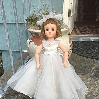 "1957 16.5"" Elise Bride 1650 Blonde Madame Alex"