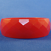 Faceted Diamond Pattern - Red Bakelite Bangle