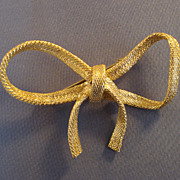 """P & M - Paris"" Bow Pin"