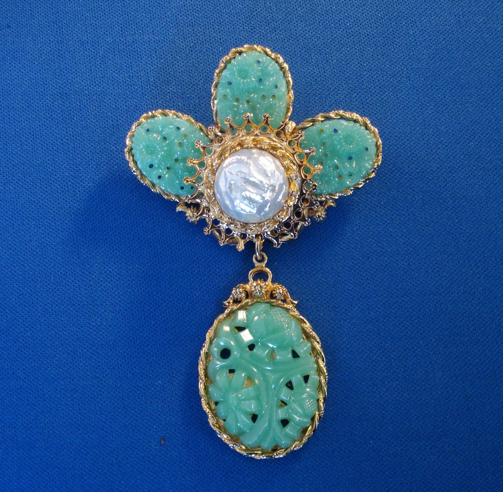 Corocraft faux jade with faux pearl brooch from for Pearl arts and crafts closing