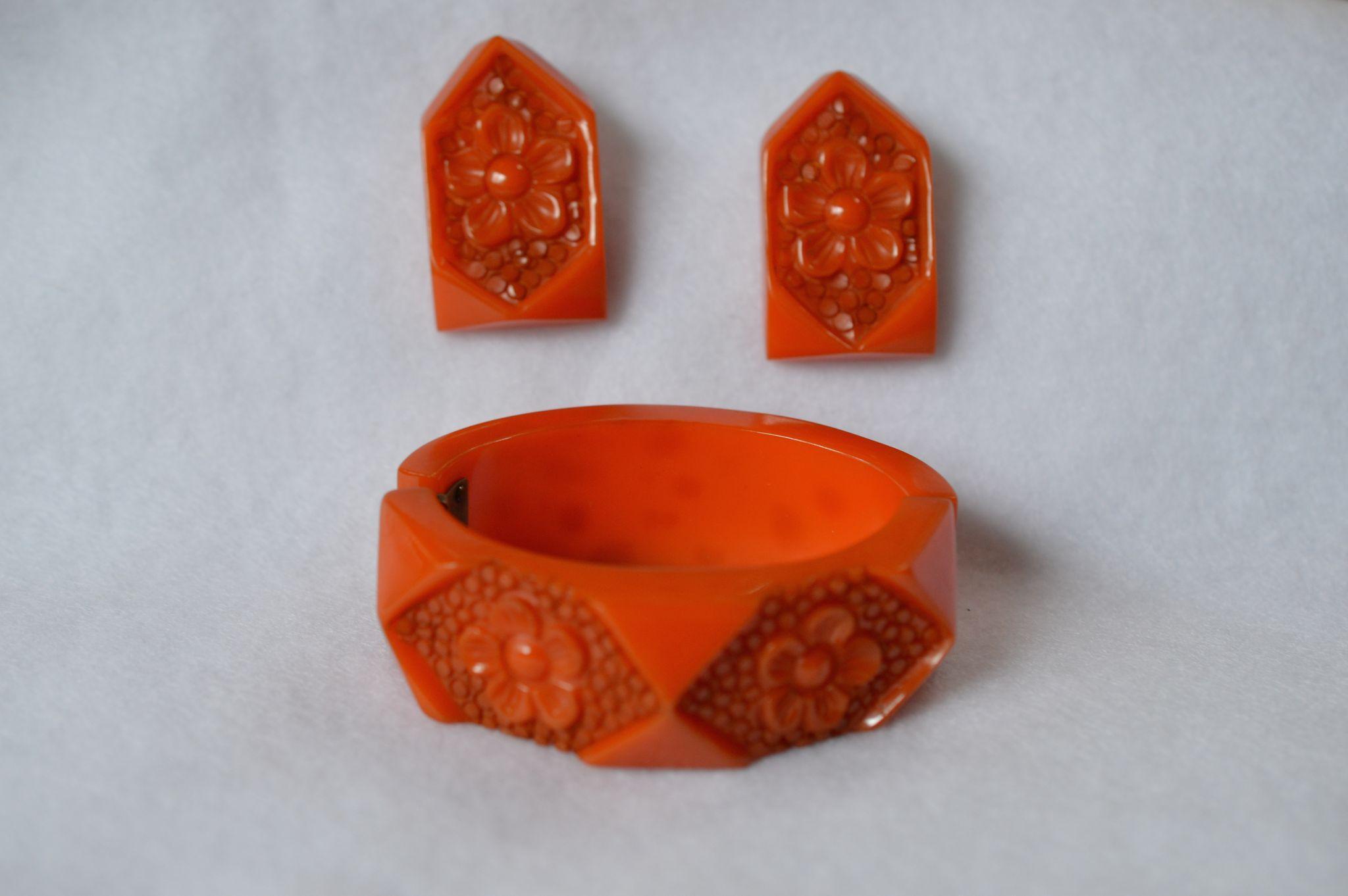 Carved Bakelite Clamper Bracelet/Earring Set