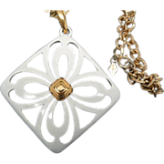Sarah Coventry large white enamel Flowers gold metal pendant necklace