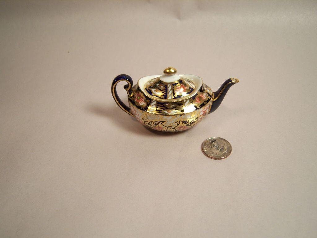 Royal Crown Derby Traditional Imari 2451 Miniature Tea Pot