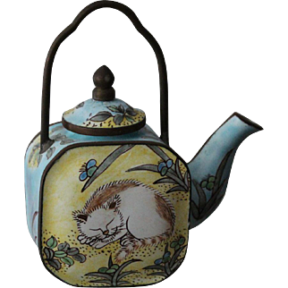 Metal painted tea pot, miniature, 3-3/4 inches tall from Empress Arts-beautiful cat figure on each side/lid removable