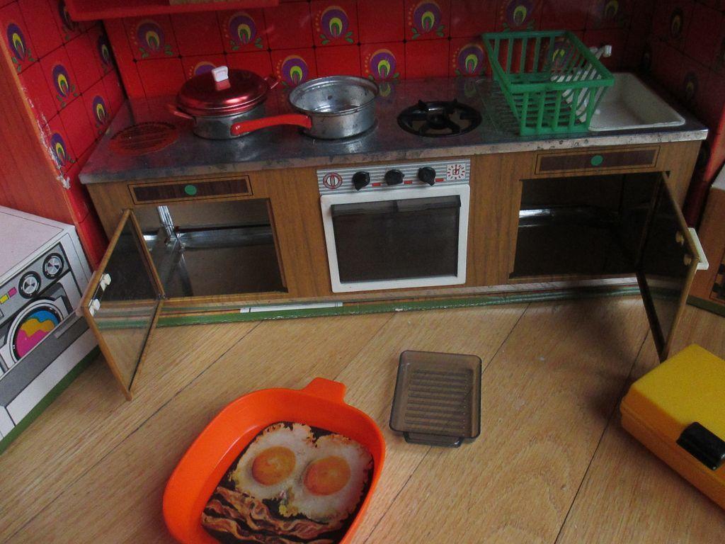 ... doll kitchen Barbie Vintage 70s MOD Meine Traum-Kuche by FUCHS RARE