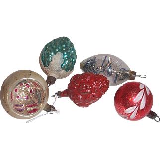 Set of 5 vintage ornaments. nice shape.