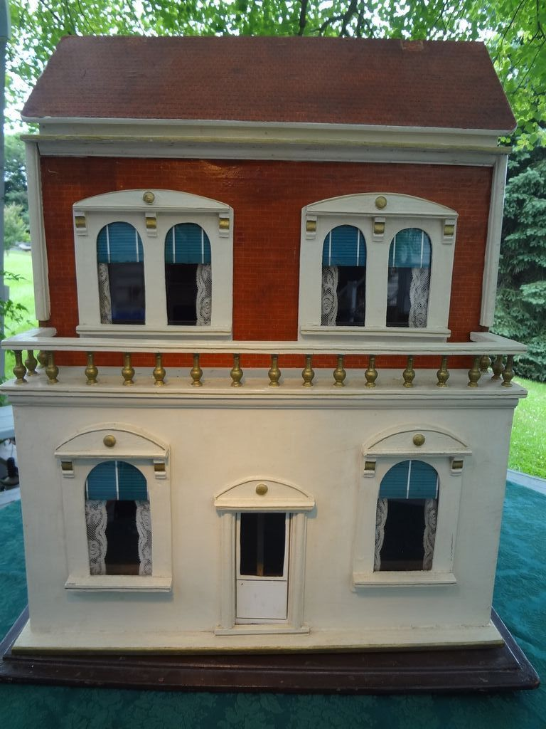 English Lines Four Room Doll House Four Fireplaces