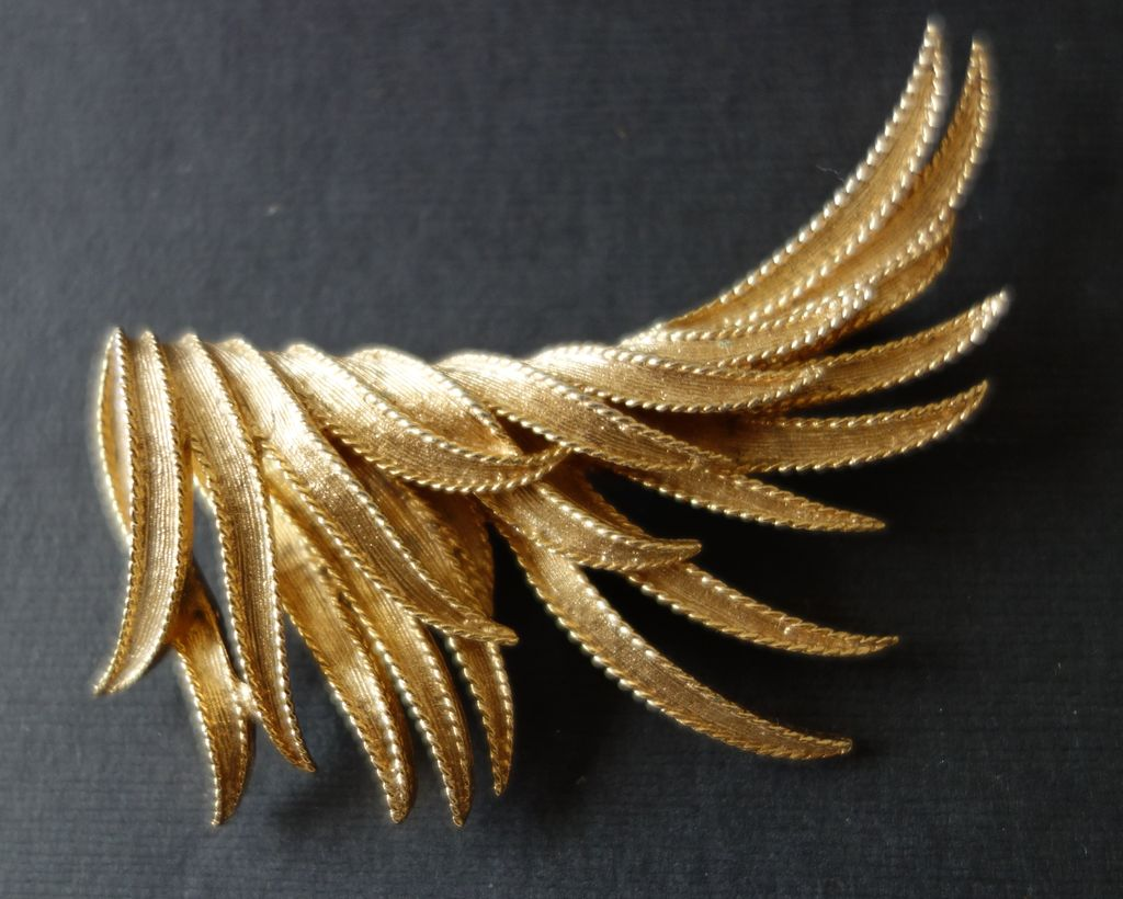 BOUCHER Large Gold-Tone Bird's Wing Brooch
