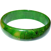 Vintage Bakelite Bangle Marbleized Green
