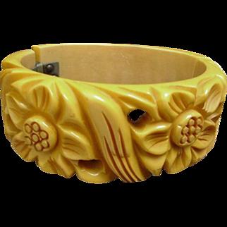 Bakelite Bracelet Carved Clamper Cream Corn 1940's