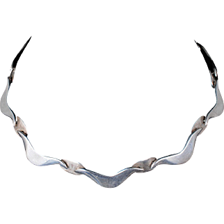 sweet Victoria / Cony Mexican silver Necklace in a Taxco modernist wave design