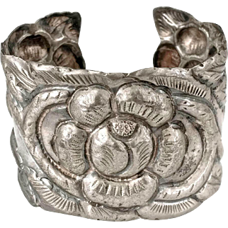 early Mexican 900 silver repousse Cuff Bracelet Deco Aztec roses galore