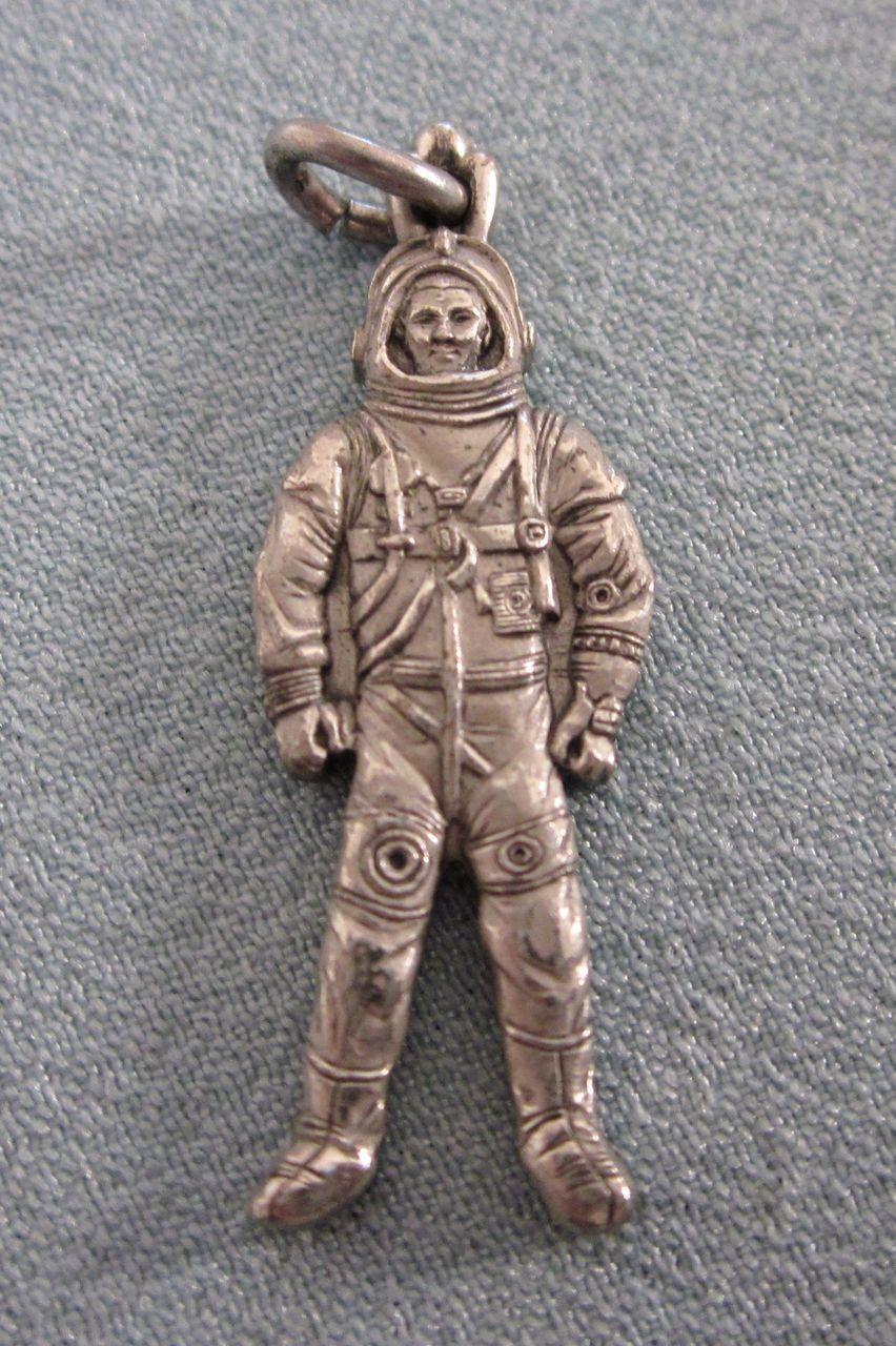 vintage astronaut charm - photo #24