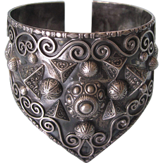 Dramatic WIDE 800 Silver Etruscan Design Cuff Bracelet, Large Size