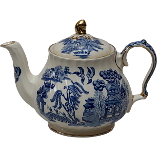 Sadler Blue Willow Teapot
