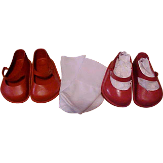 2 pr Red vinyl No 5 Saucy Walker doll shoes New York Doll Shop