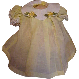 """Madame Alexander yellow baby dress vintage square snaps small 6"""""""