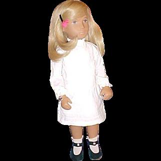 "16"" Blond Sasha Pintucks Royal series England MIB"