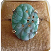 Vintage 14K Yellow Gold Carved Jade Ring