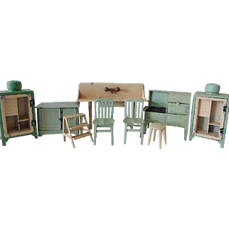 Old TootsieToy Kitchen Fixtures and Furniture Set