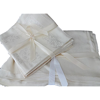 Vintage Damask Table Cloth and Napkins Set