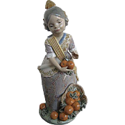 Lladro Miss Valencia 1422 Spanish Girl w/oranges figurine - Retired 1982-1997