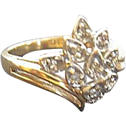 14 karat yellow gold Diamond Cluster Ring - Size 5 1/2