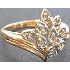 14 karat yellow gold Diamond Cluster Ring - Size 5 1/2