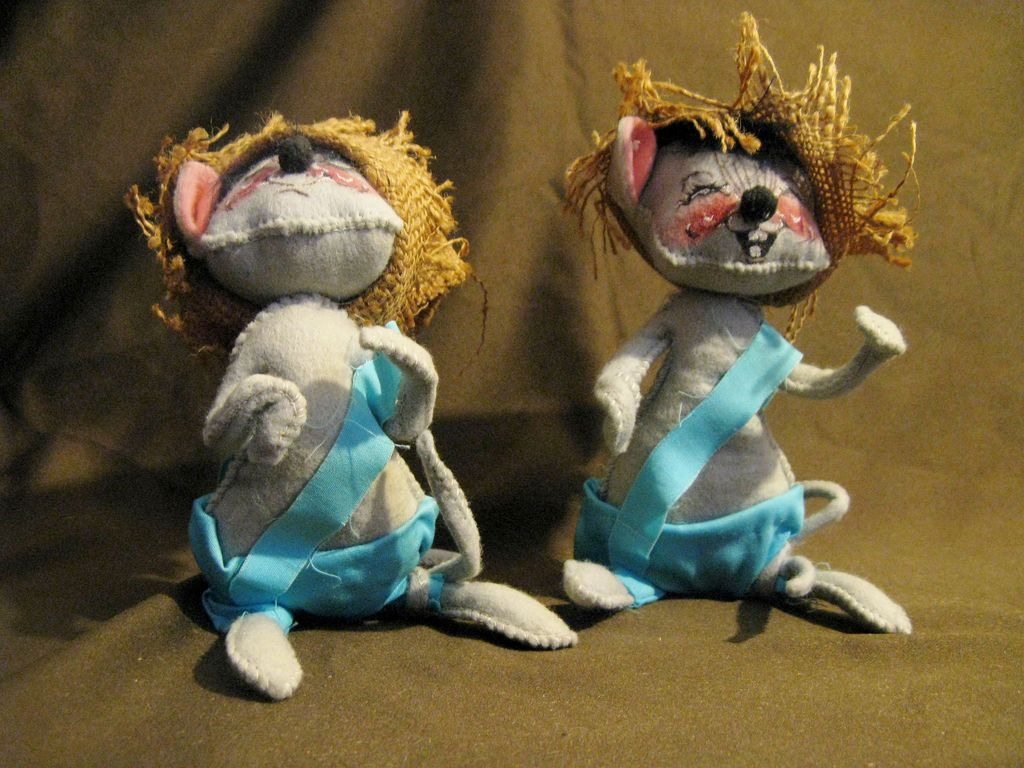 2 Vintage Annalee Mobilitee Collectible Mice 1970