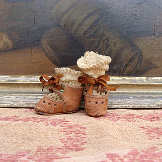Nice antique small shoes and socks for Bleuette or others small dolls