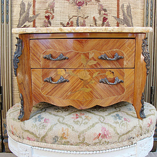 Very nice antique Napoleon III french fashion doll chest of drawers.