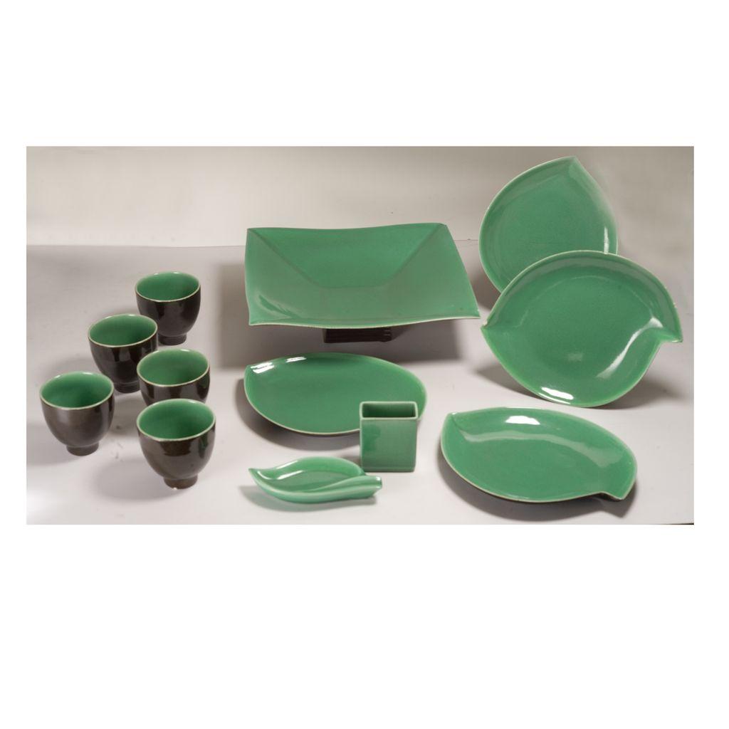 William Manker (1911 - 1989) California Pottery 12 piece Ceramic Set