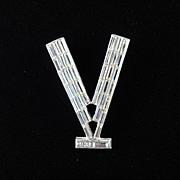 Patriotic WWII Baguette Rhinestone Victory Brooch Pin Pot Metal