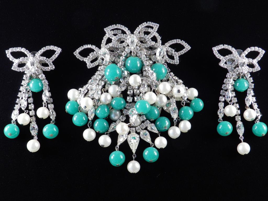 Hattie Carnegie Rhinestone Brooch Pin Earrings Demi Parure Set Peking Glass Beads & Faux Pearl Dangles
