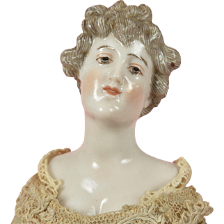 Dressel & Kister China Lady - 11 Inches