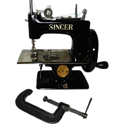 1948-1950 Singer Model 20 Toy Sewing Machine with Clamp