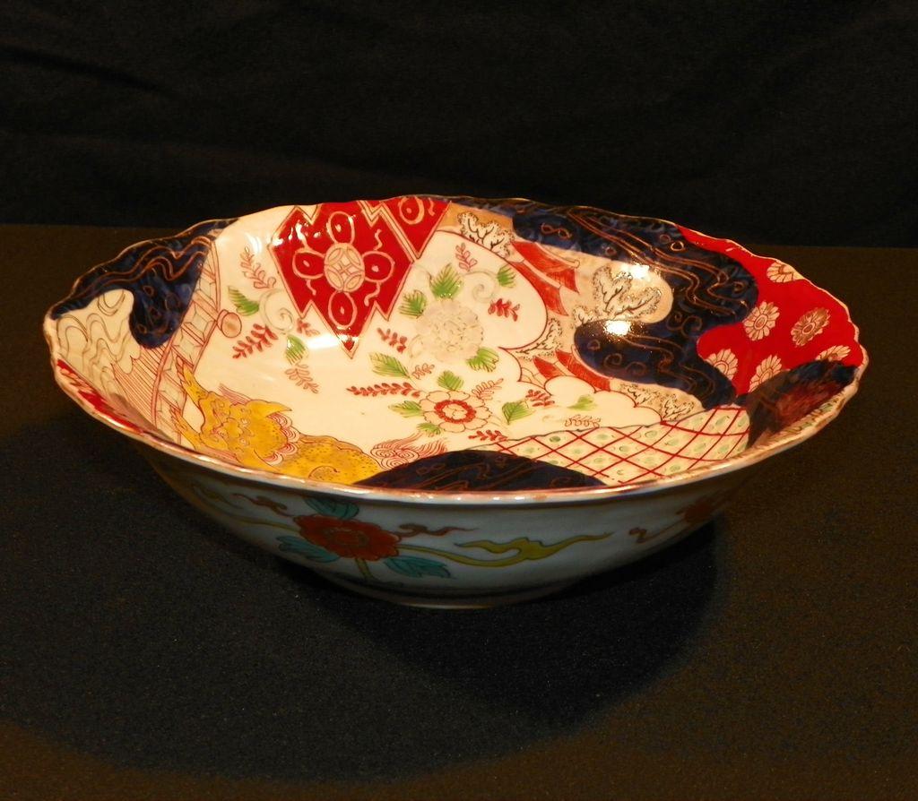 Japanese Imari Porcelain Bowl. 19th Century.