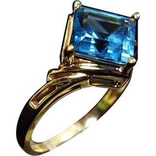 14K Yellow Gold Blue Topaz Square Point on Point Ring size 7.25