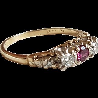Vintage NaturalRuby& Diamond 14k Gold Trilogy Ring