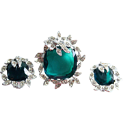 Vintage Sarah Coventry Holiday Ice Brooch Earrings Emerald Glas and Clear Rhinestones 1969