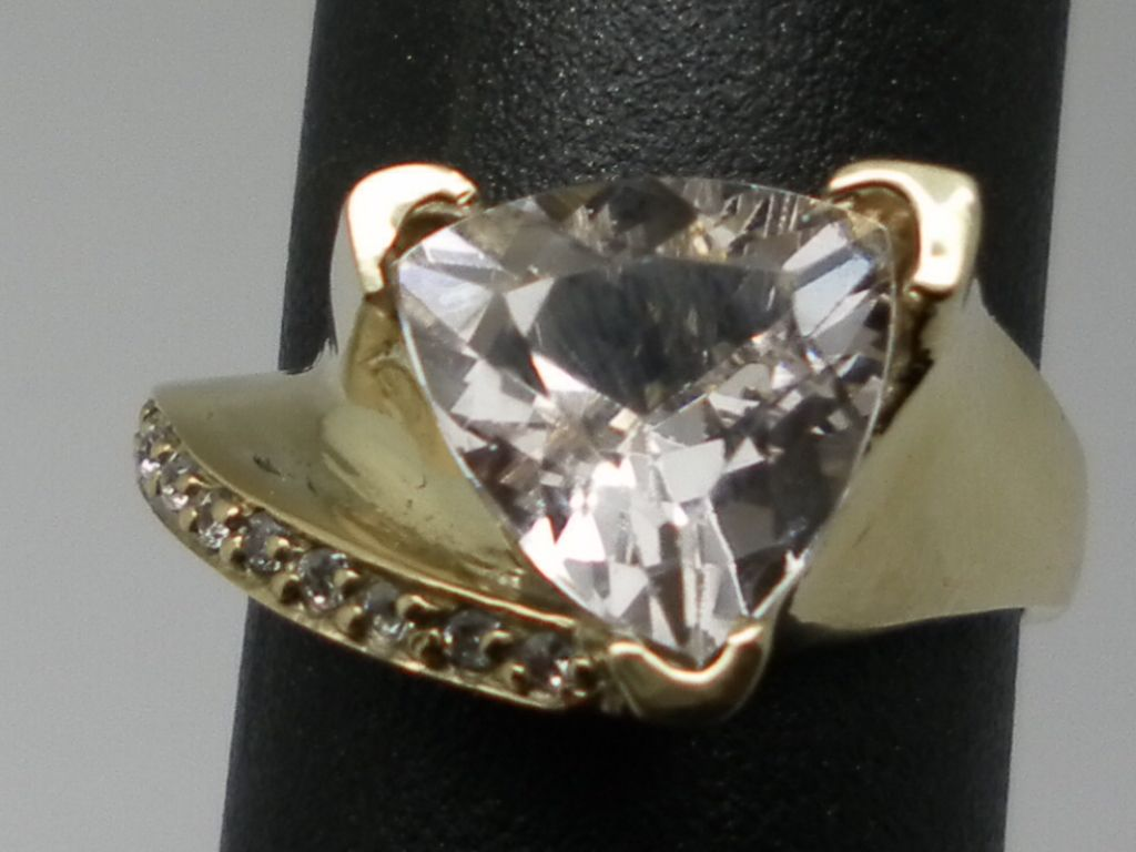 Vintage 14kt Morganite & Diamonds Ring.