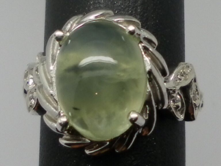 Vintage 14kt Green Prehnite & Diamonds Ring.